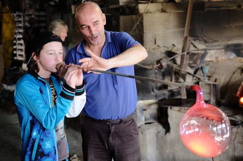DSCF2885 Glasfabriek Hebron.JPG