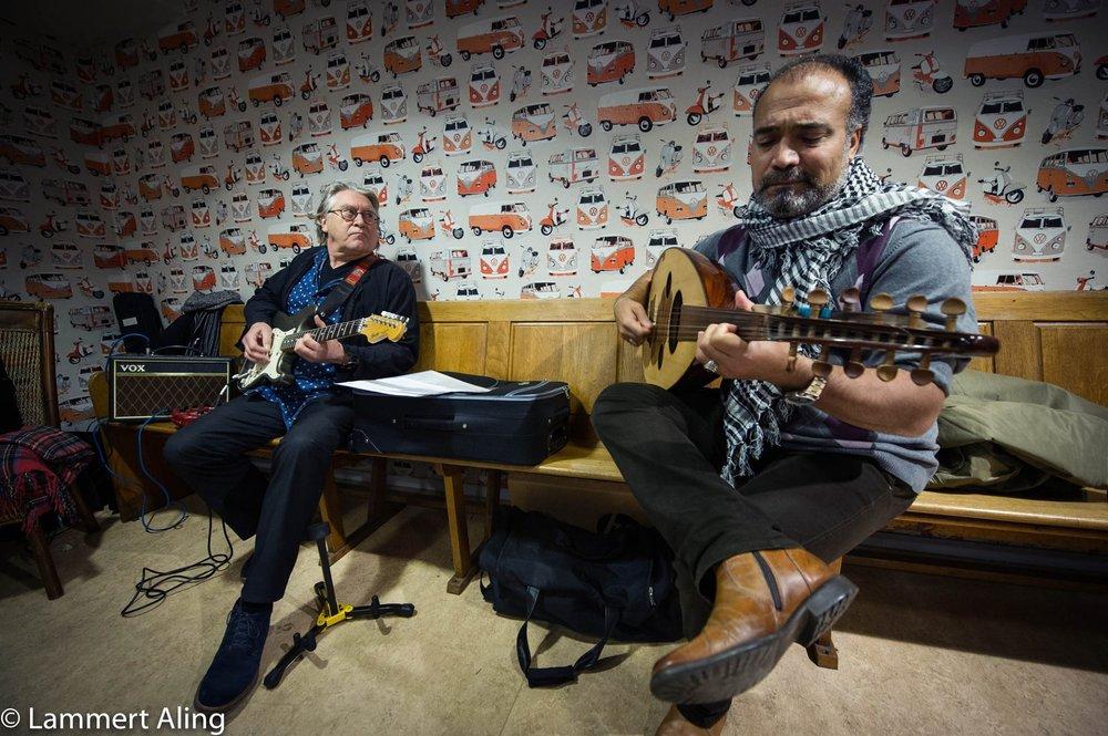 Muzikanten tijdens de Amnesty Schrijfmarathon in Mooi Verhaal Foto: Lammert Aling