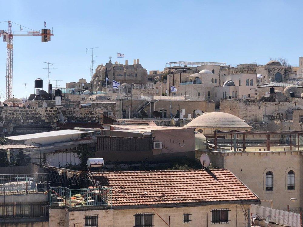 Veel Israëlische vlaggen in de oude stad