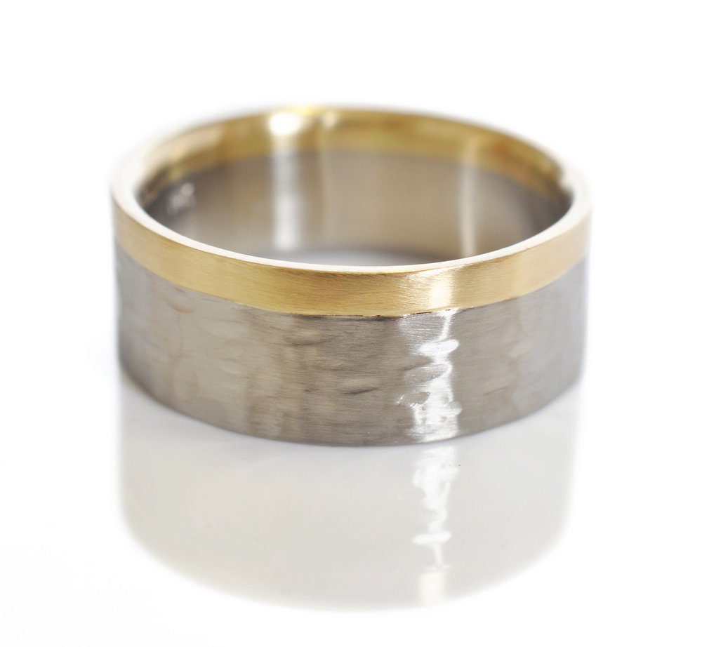 gregC-mixed-metal-mens-wedding-band-hammered500palladium-14kygold