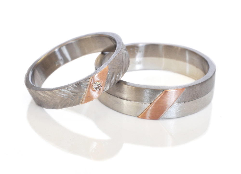 sharon-nick-Wheat-band-mixed-metal-alternative-wedding-band-sterlingsilver-500palladium-14k-red-rose-pink-gold-diagonal-strip.jpg