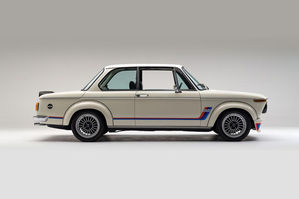 ClassicDotCom_BMW_2002_Turbo_02.jpg