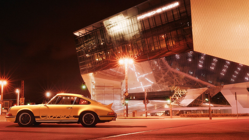 1171844_the_dream_car_of_the_year_1973_the_porsche_carrera_rs_2_7_outside_the_porsche_museum.jpg