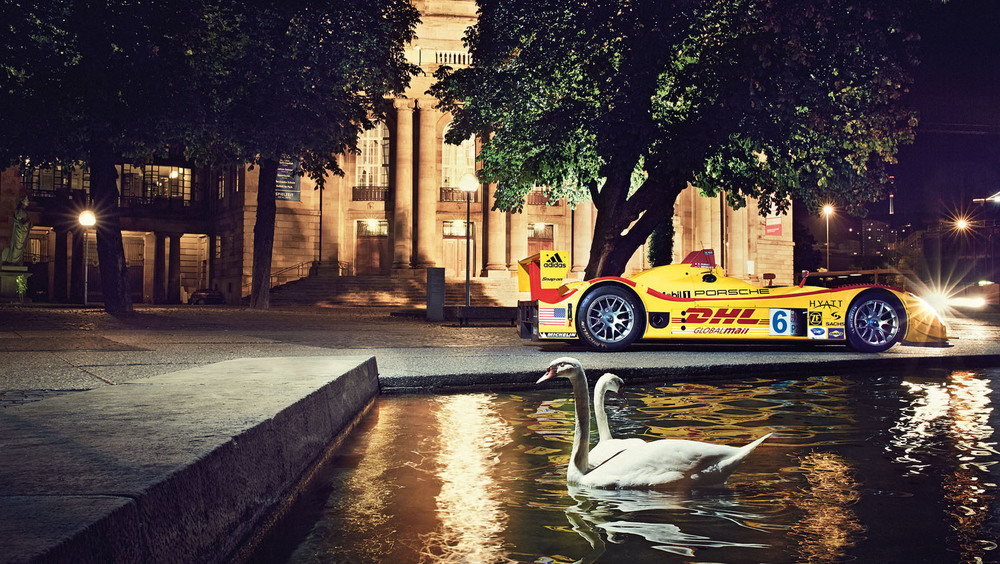 1608819_the_stuttgart_theatre_and_the_porsche_rs_spyder.jpg