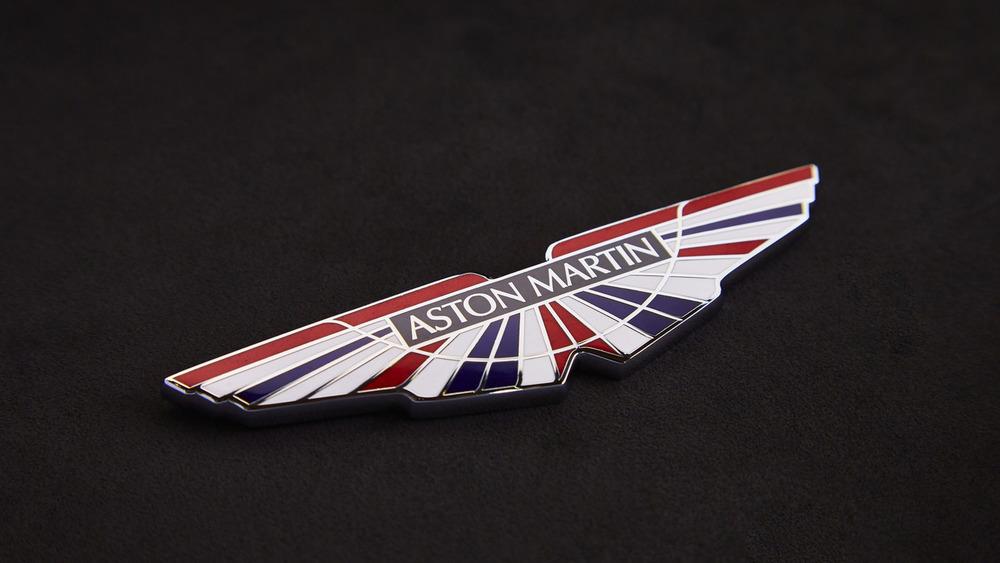 aston-martin-v8-vantage-gte-with-bespoke-wings-1.jpg