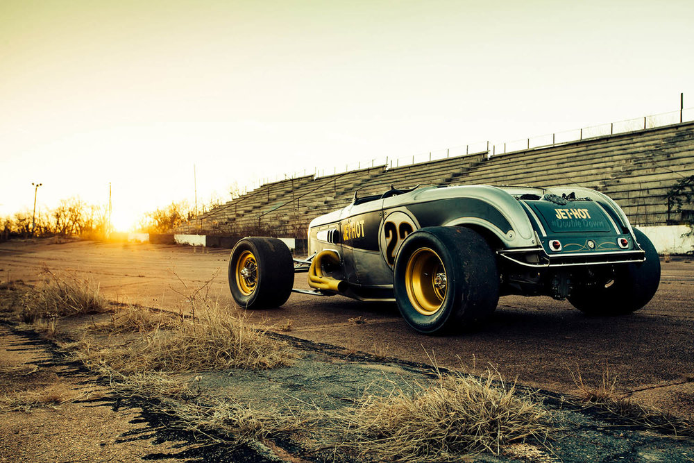 matthew-jones-1932-ford-hot-rod-on-historic-nascar-track-1509516.jpg
