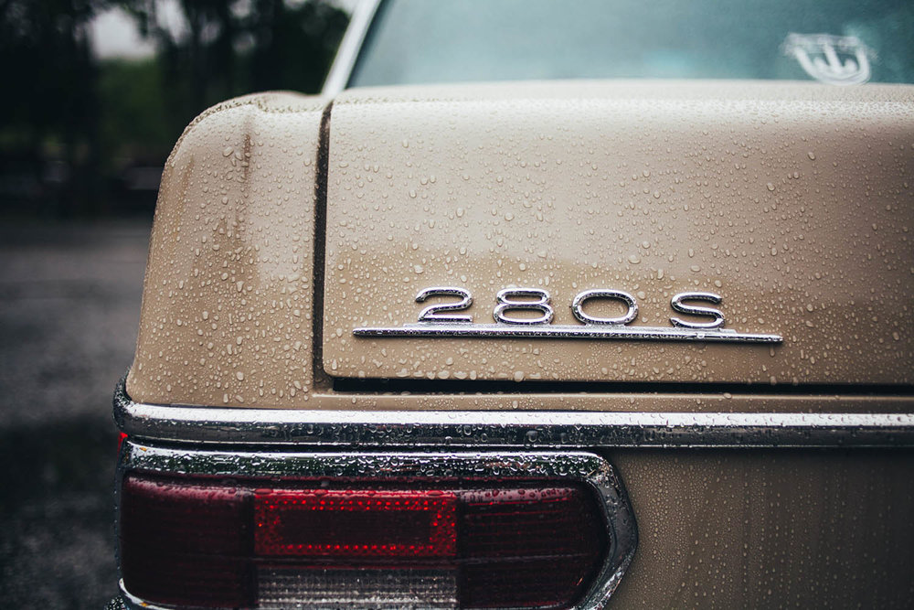 matthew-jones-automotive-photography-mercedes-benz-280d-badge-1726493.jpg