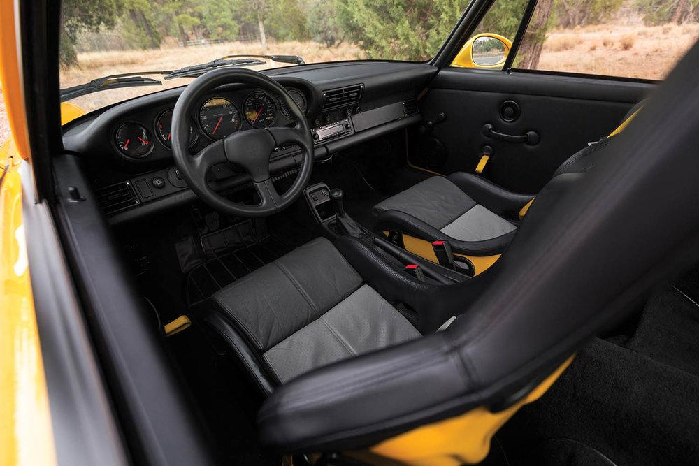 1993-Porsche-911-Carrera-RS-3-8_2.jpg