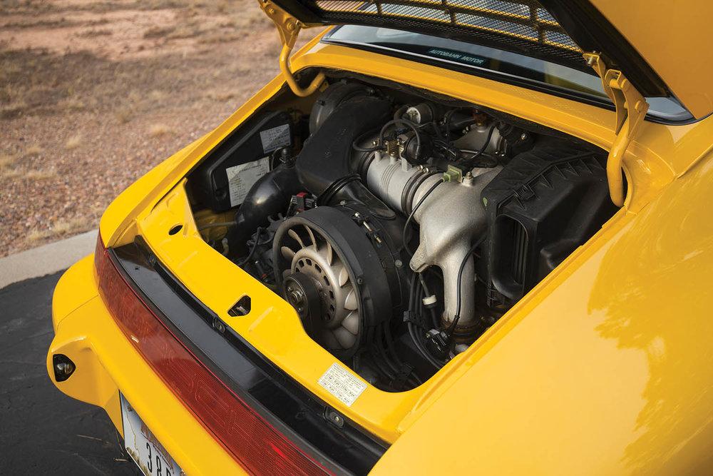 1993-Porsche-911-Carrera-RS-3-8_3.jpg