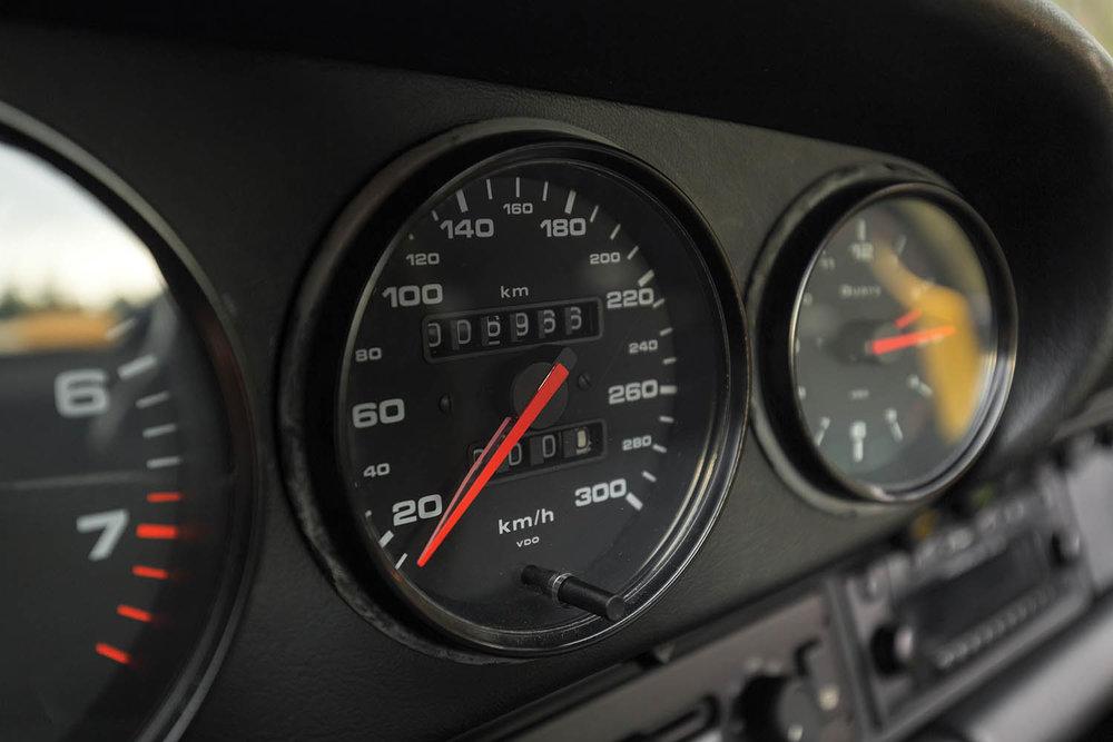 1993-Porsche-911-Carrera-RS-3-8_11.jpg