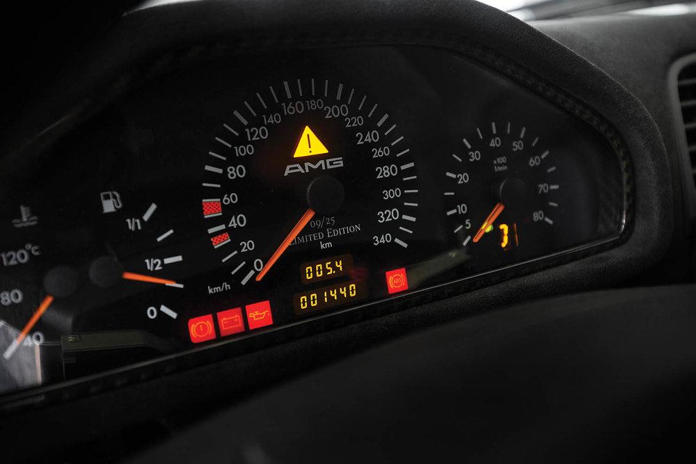 1998-Mercedes-Benz-AMG-CLK-GTR_12.jpg
