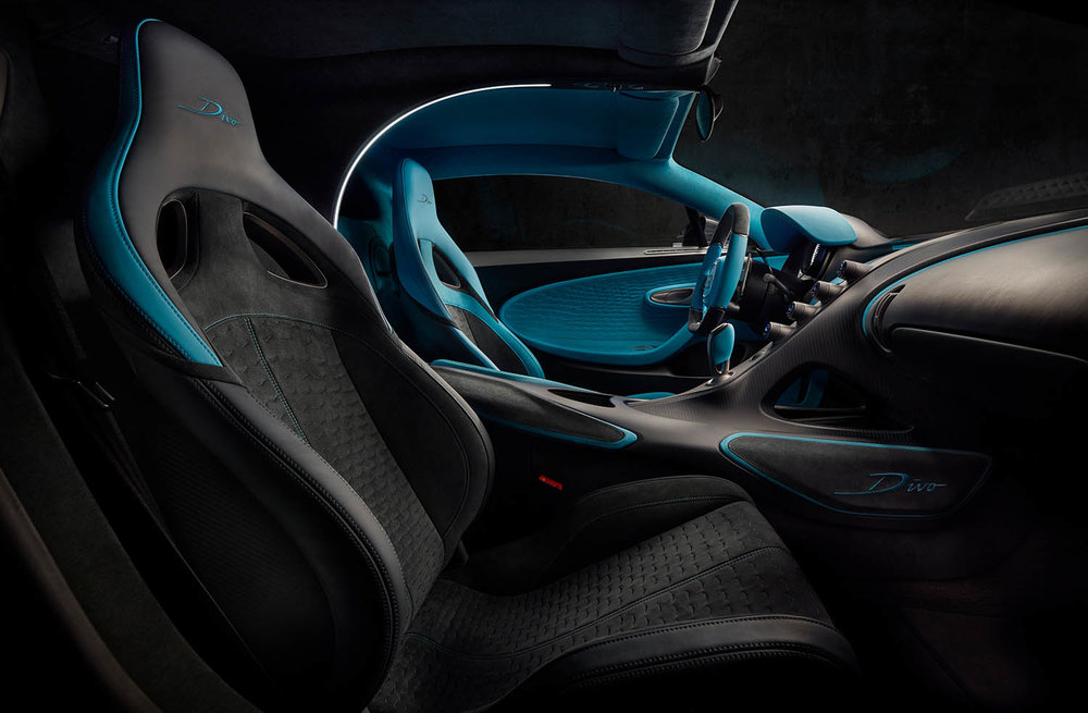 18_Bugatti-Divo_passenger.jpg