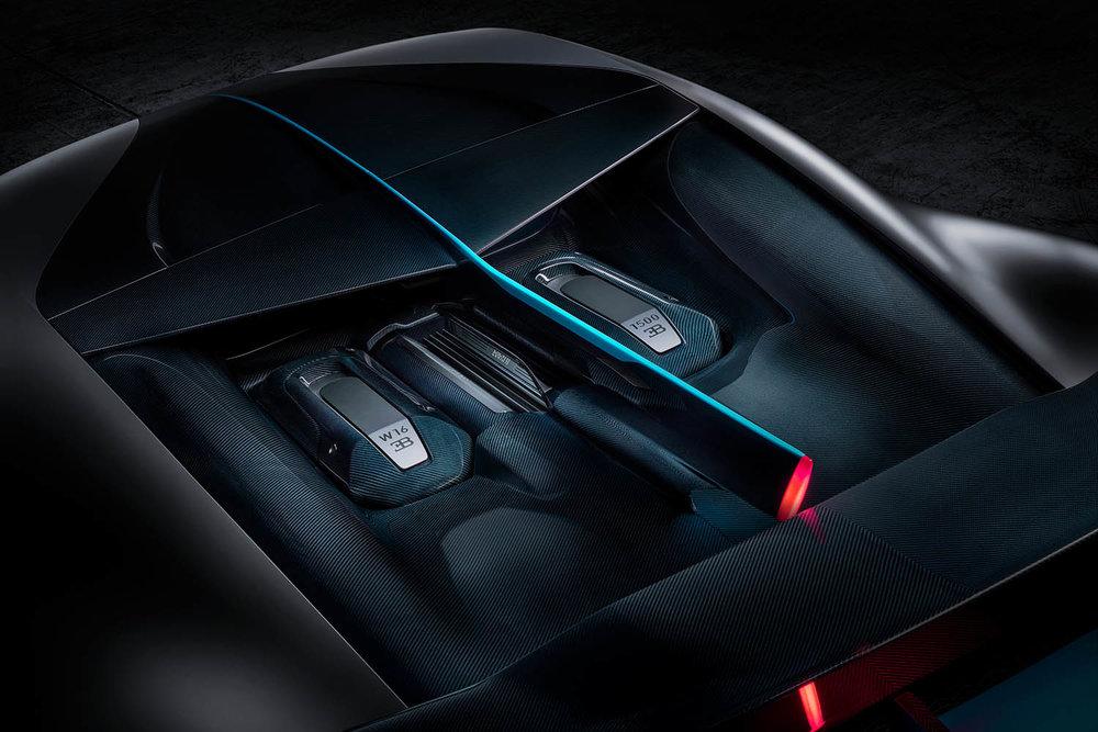 14_Bugatti-Divo_engine-bay.jpg