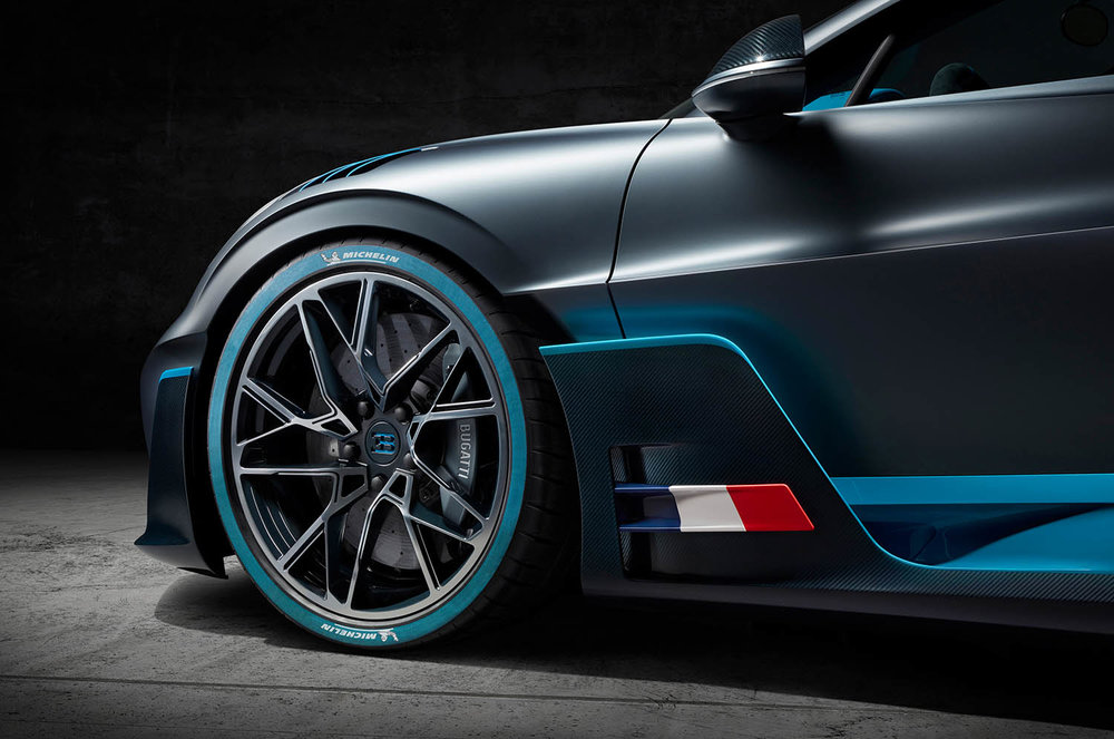 12_Bugatti-Divo_wheel-vent.jpg