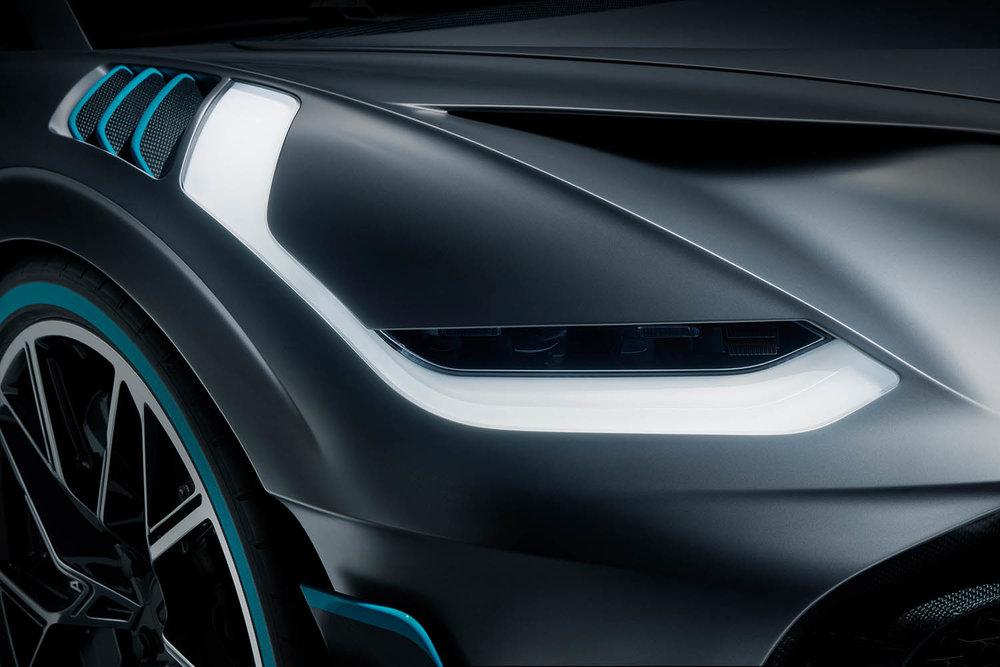 11_Bugatti-Divo_headlight.jpg