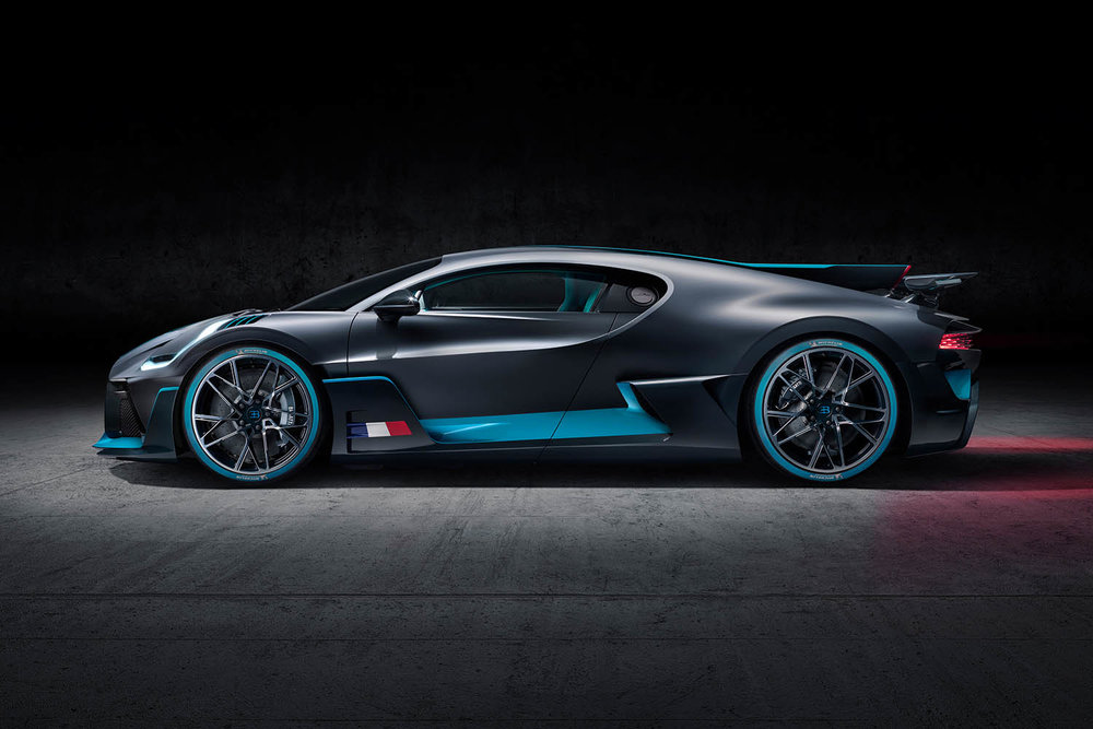 07_Bugatti-Divo_Side.jpg