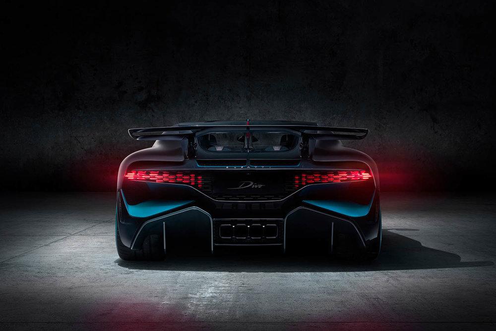 04_Bugatti-Divo_Rear.jpg