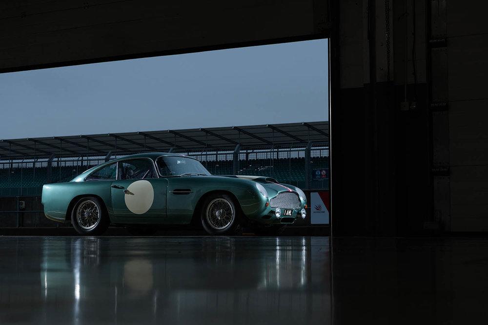 Aston_Martin_DB4_GT_Continuation_6_36384.jpg
