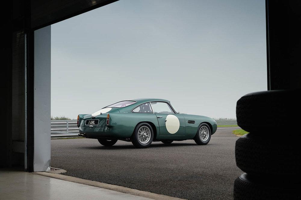 Aston_Martin_DB4_GT_Continuation_8_36386.jpg