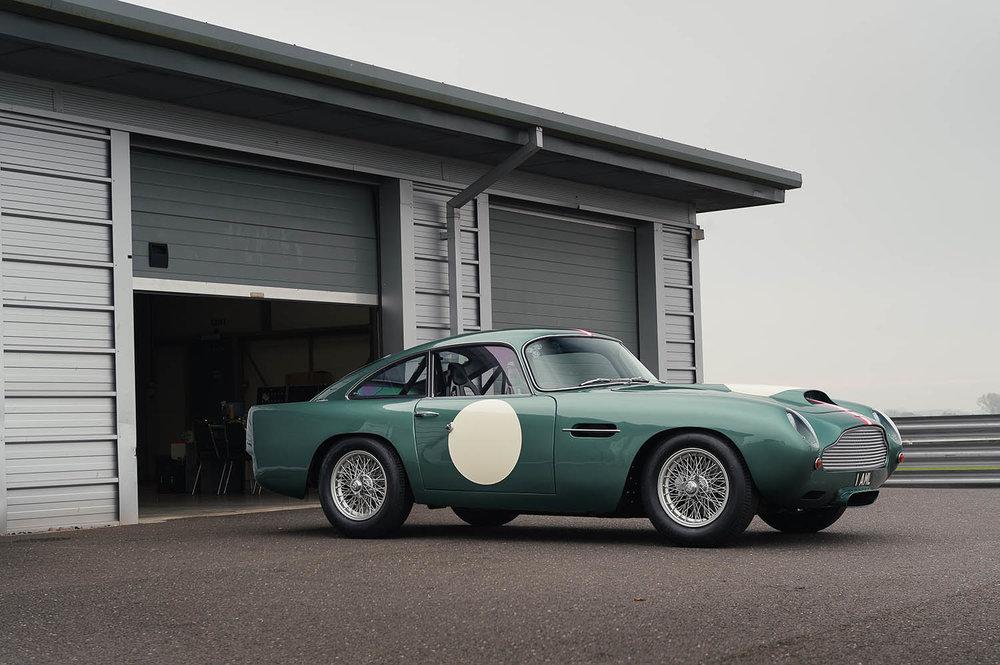 Aston_Martin_DB4_GT_Continuation_9_36387.jpg