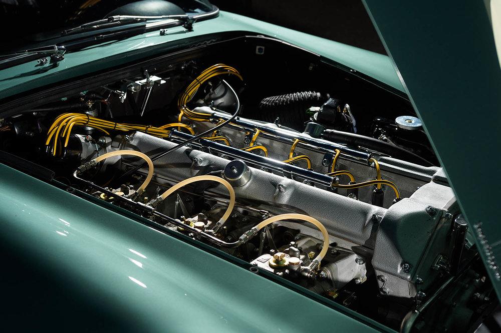 Aston_Martin_DB4_GT_Continuation_42_36420.jpg