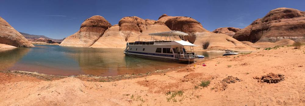 LAKE POWELL HOUSE BOAT