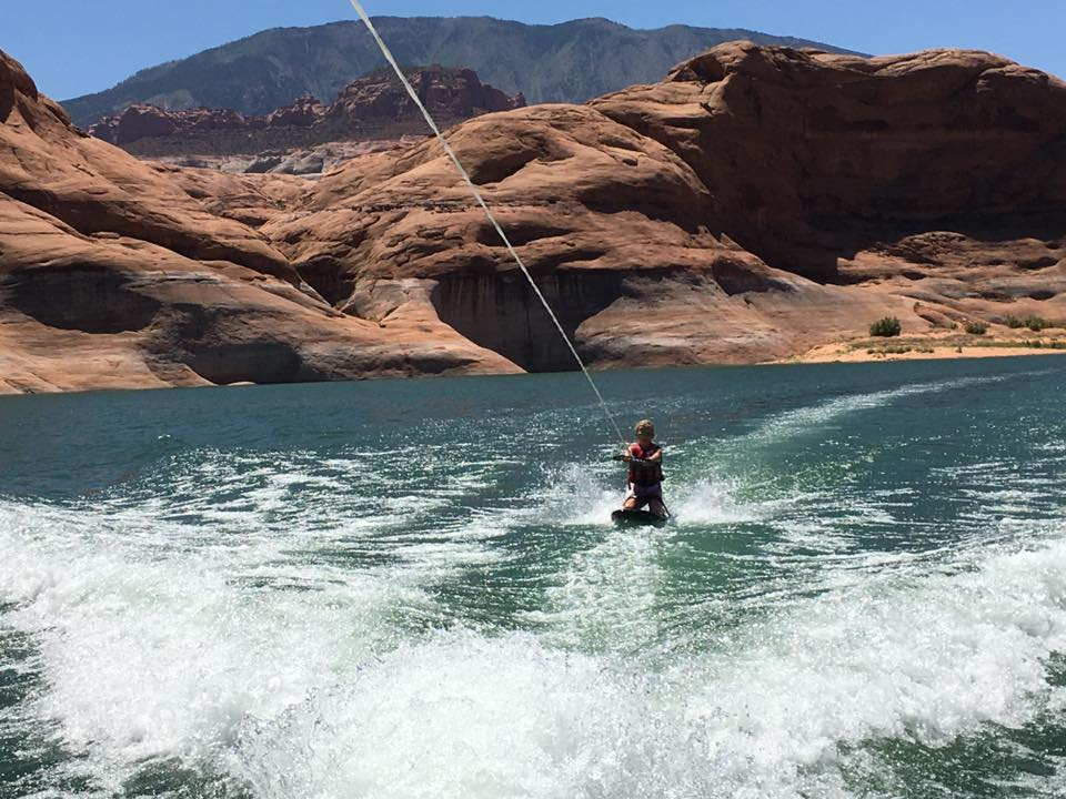KNEEBOARDING IN LAKE POWELL