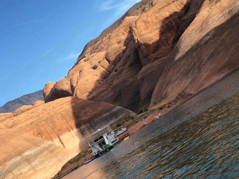 FAMILY TRIP ON A BOAT HOUSE IN LAKE POWELL