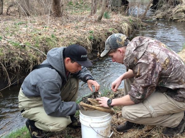 MWA intern Levi Morris reviewing a macroinvertebrate sample with a volunteer.