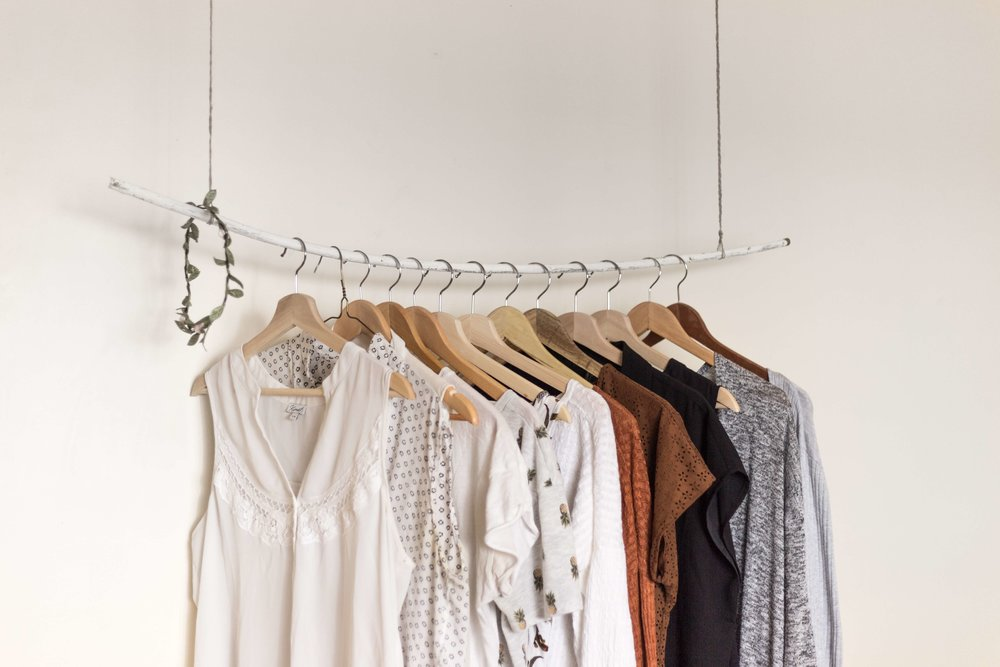 The one part of #capsule wardrobes that I struggle with is not getting tired and bored of my clothing. I loved these tips and tricks for helping conquer my frustration! #mom #momlife #fashion #outfits #tips # ideas #easy #clothes #style