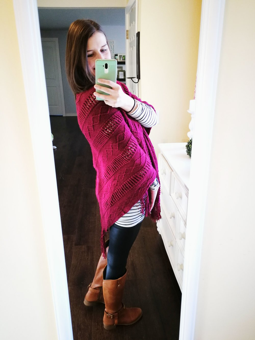 How to wear faux leather leggings. Casual outfit idea for winter or fall that cover your butt. Long Sleeve shirt + Poncho Shawl + Riding Boots.