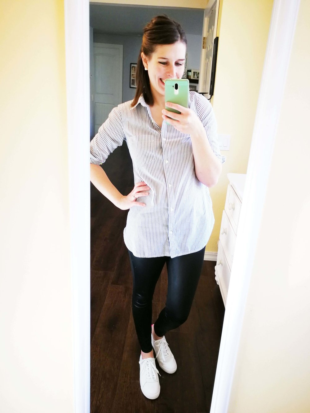 3a5abe912b4 How to wear faux leather leggings in summer or spring. Casual outfit idea  for moms