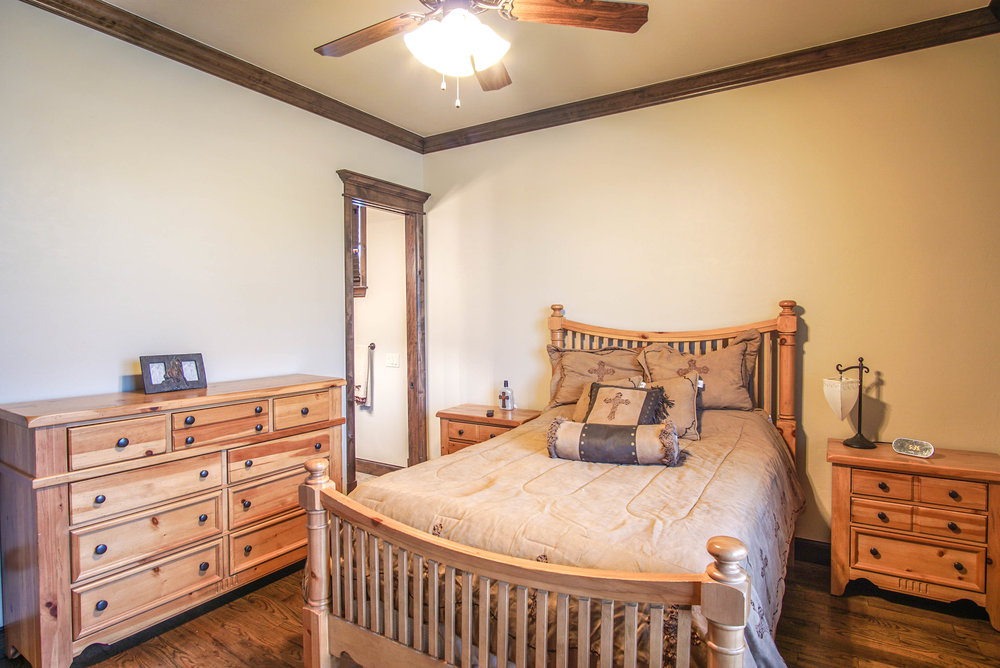 00113 Bedroom 1.jpg