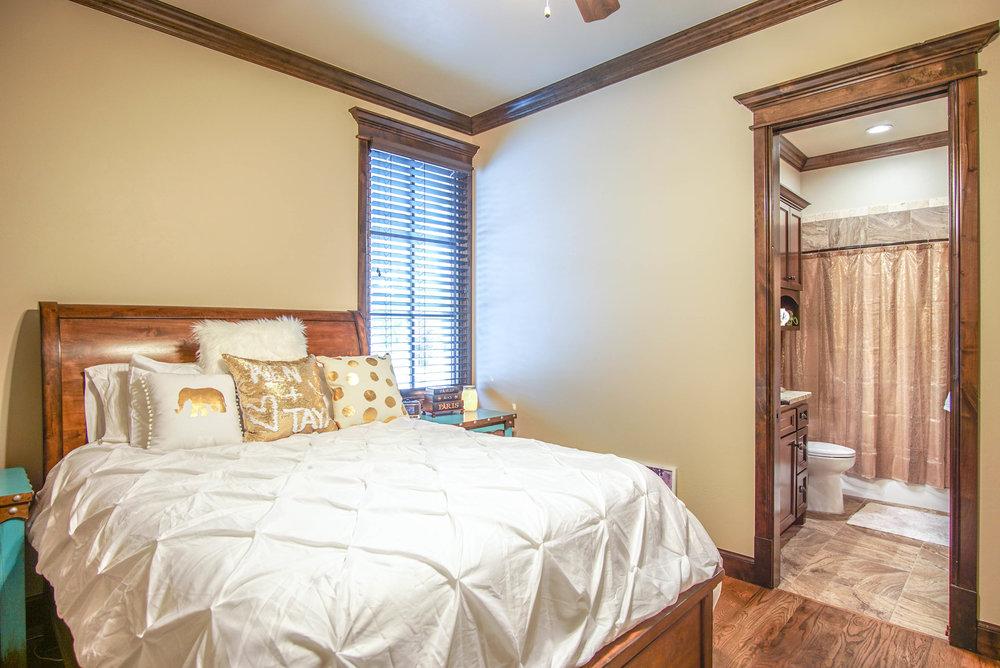 00123 Bedroom 2.jpg