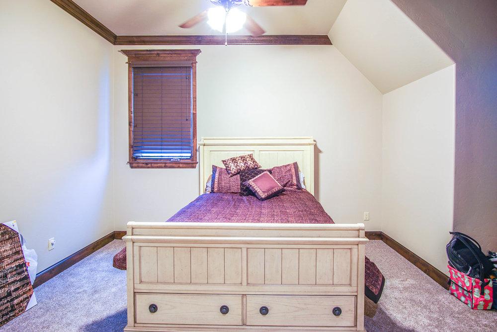 00135 Bedroom 3.jpg