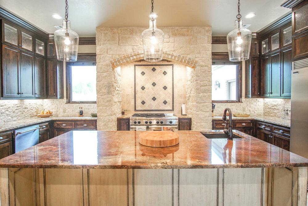 00054 Kitchen .jpg