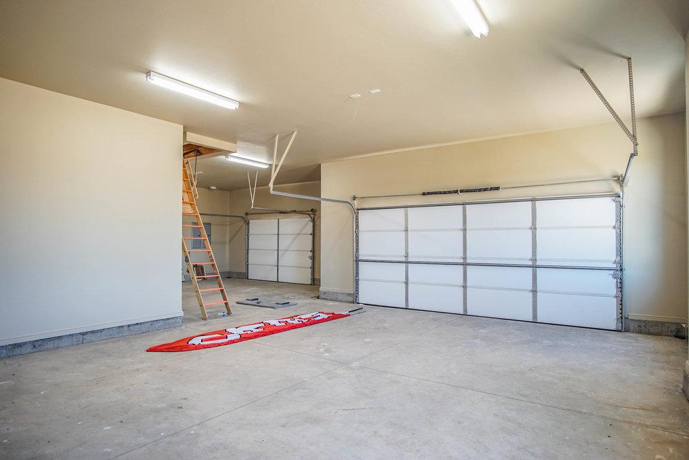 34 Garage.jpg