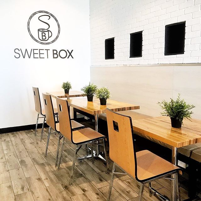 This sweet little place is soon to be a locals new favorite spot. 🌿☕️🍹🍰🍨 . . . . . . #sweetboxlasvegas #newlocabusiness #localsupport #latte #coffee #waffles #coffeeandtea #desserts #gelato #coffeelovers #coffeeaddicts #teatime #icetea #icedtea #baristasmaketheworldgoround #newfriends #newplaces #localbusiness #supportlocalbusinesses #honestlysarcastic #freelancelife #goodpeoplegoodvibes #lblogger #lifestyleblog #lasvegasblogger #vegasblogger #lifestyleblogger