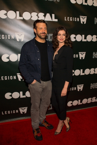 Jason Sudeikis and Anne Hathaway