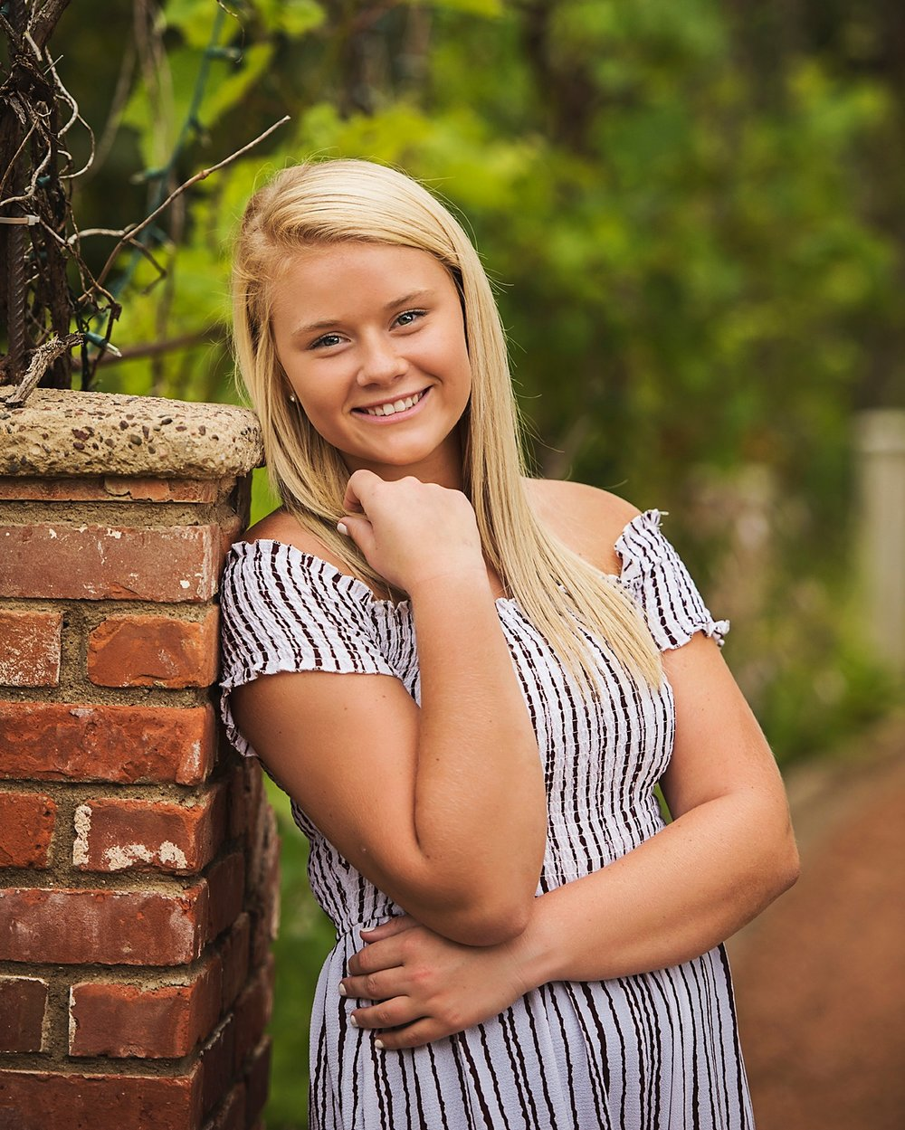 BAYLIEGH //Class of 2019 - Chippewa - Samantha made the entire process super easy and fun! She communicates with you from day one, when you book your session. She will help with anything and everything! If you have a question, she'll answer it. If you need suggestions, she's got them! If you need pictures done, I would highly recommend Samantha!!!