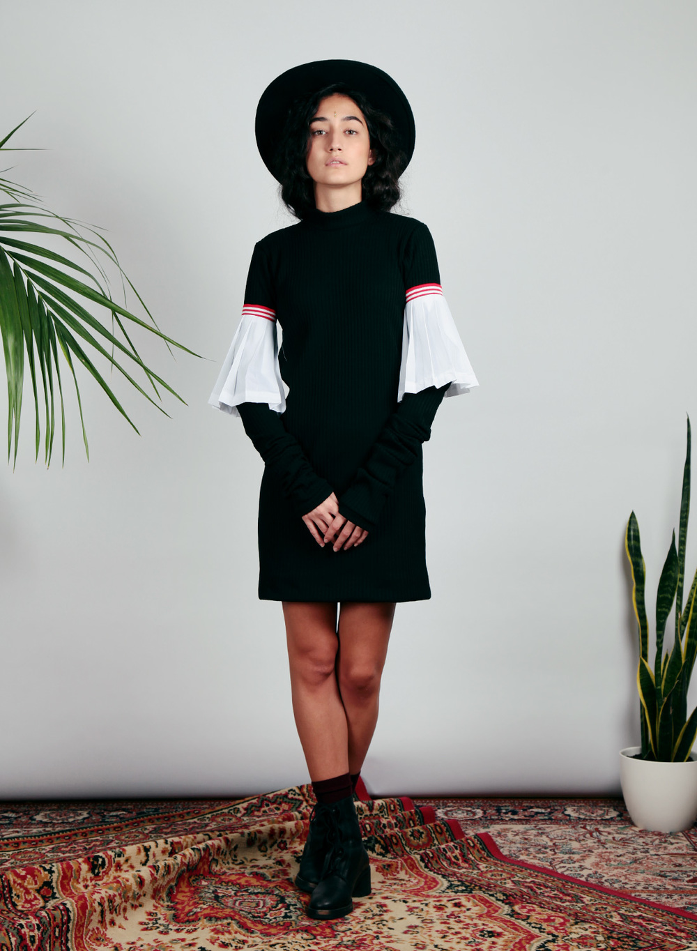 15AU10---Black-knitted-super-long-sleeves-Dress4.jpg