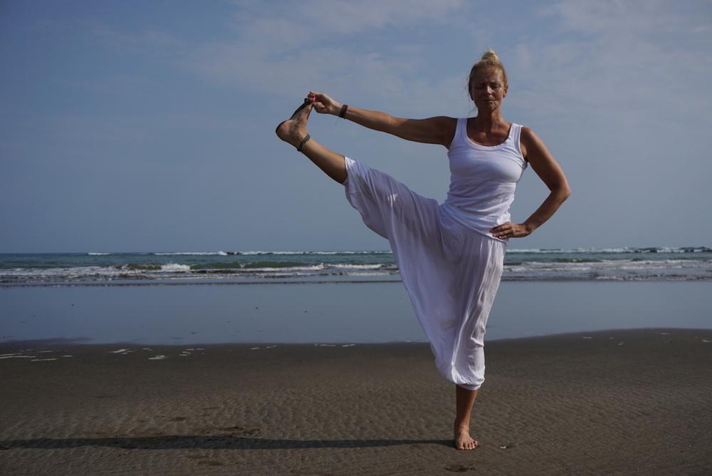 Lena Sjöberg   Certifierad coach, yogalärare och MediYogainstruktör.   Yoga för mig är ett sätt att leva. Min första kontakt med yoga var när en vän tog med mig på en yogaklass 2009. Jag kände direkt att yoga var något jag sökt efter länge. Ett stressigt liv med mycket resor i mitt arbete och en vardag som inte fungerade medförde att jag drabbades av utmattningsdepression. Min terapeut lärde mig att bli medveten och se mitt beteende men jag behövde något mer, helt enkelt en ny livsstil vilket jag fann i yogan. Jag har sedan dess utbildat mig till certifierad coach, yogalärare och MediYogainstruktör samt läst basmedicin. En spännande inre resa som givit mig energi och livskraft som jag vill dela med mig av till alla som vill lyssna.   Kontakt: lena@lsy.se tel. 0705 414248
