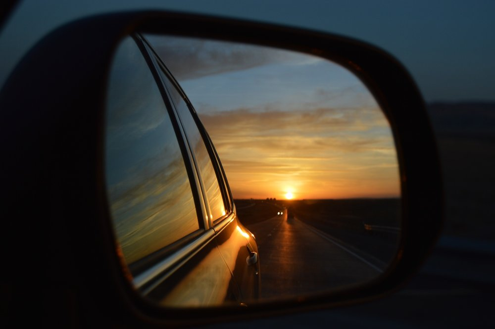 rear-view-mirror-835085_1920.jpg