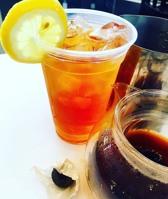 Iced Pu erh @bridge_span_14 Bird's Nest #puerhtea #icedtea #teahouse #summer #refreshing #teacake