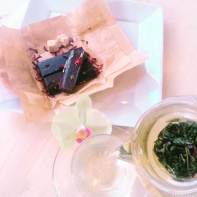 Rose Oolong & Lavender Rose Chocolate @bridge_span_14 @honeymamas #denver #teahouse #coffeehouse