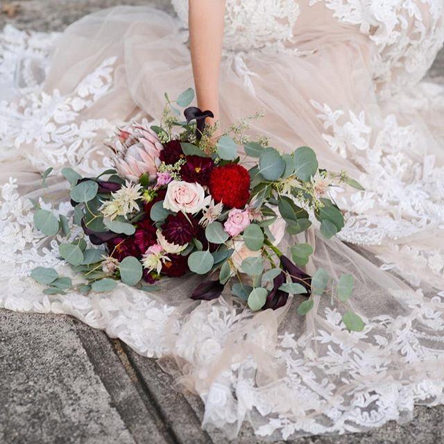 Flowers make everything ok!!!  📸 @indigocharlotte 🌺 Party Blooms