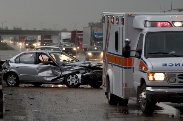 car-accident-on-highway-in-rain.jpg