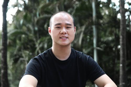 SHAUN CHONG - CTO & Co - FounderLà người sáng lập và đồng thời là CTO, Shaun chịu trách nhiệm xây dựng mảng kiến trúc công nghê cho Ninja Van, cũng như quản lý đội ngũ IT và sản phẩm nhằm thực hiện hóa tầm nhìn của công ty.Trước khi đến Ninja Van, Shaun đã có hơn 7 năm kinh nghiệm với vai trò là lãnh đạo kỹ thuật cao cấp của các công ty như Nubefy và Alpst.