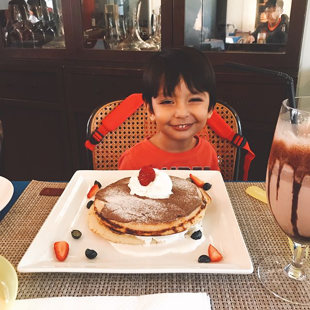 Belated birthday lunch with these cuties ❤️❤️❤️ #italianfood #cheesecake #chocolatecake #birthday