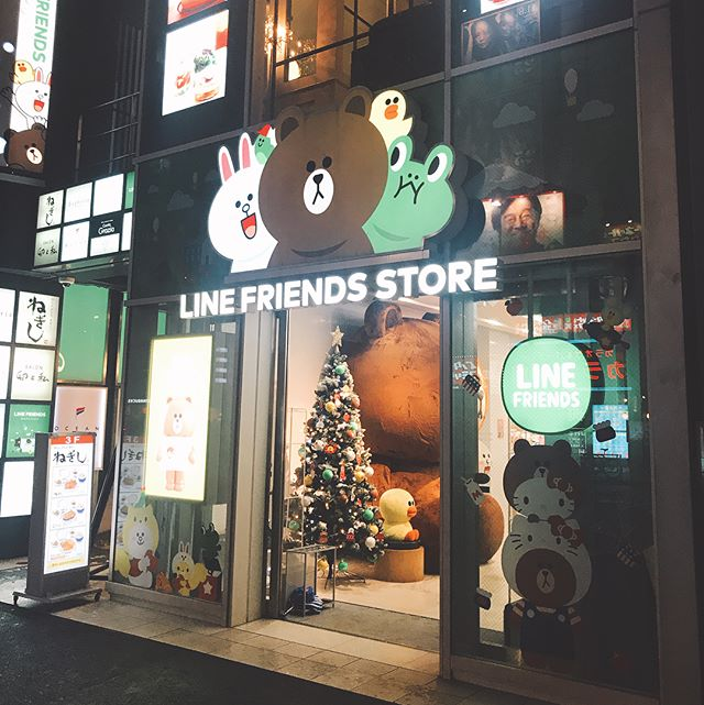 Still #dayone, when in Harajuku~ #linefriends #linefriendschristmas #linefriendsstoreharajuku #harajuku #myfriendbrown #linefriendsstore
